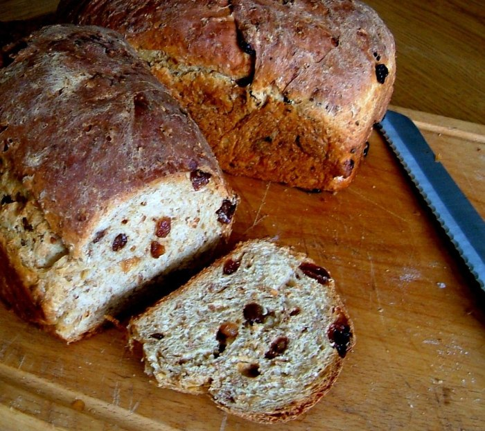 Country Grain Brown Bread with Raisins