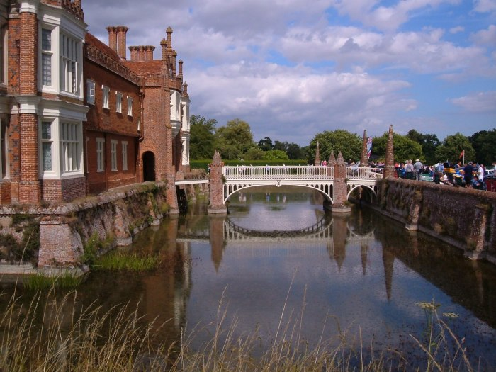 Main bridge and drawbridge at Helmingham Hall