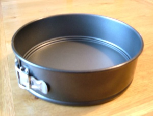 Round tin for Lemon Cake with Ground Almonds