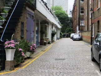 The Mews entry to Bina Gardens East